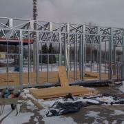 Sectional steel lattice beam roof trusses for new retail units